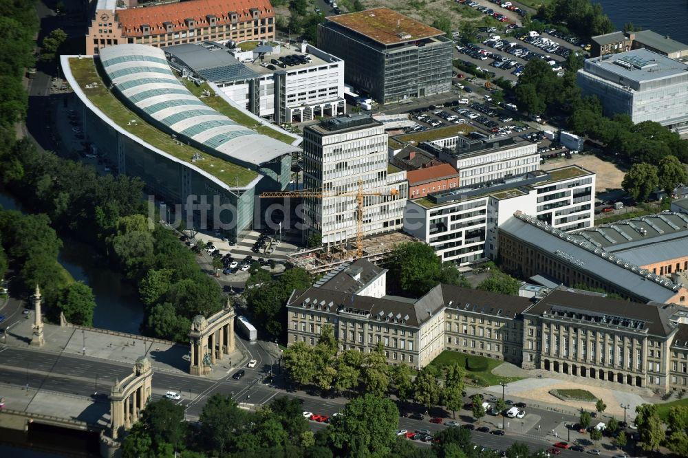 Bauunternehmer Berlin berlin aus der vogelperspektive baustelle zum neubau eines büro