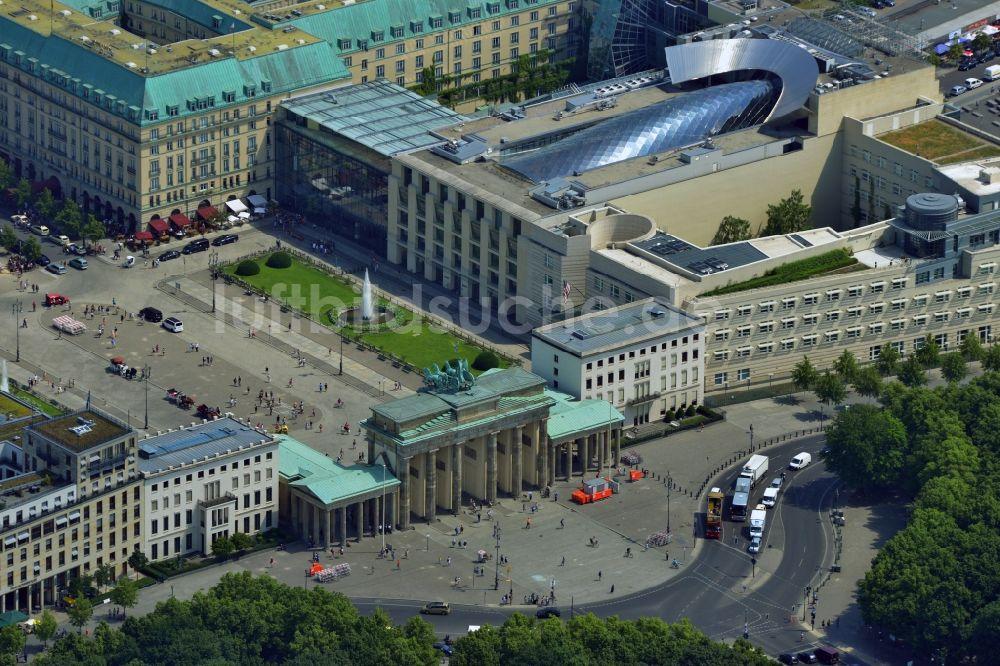 luftbilder-gebaeude-botschaft-usa-brandenburger-tor-pariser-platz-ortsteil-mitte-berlin-204999.jpg