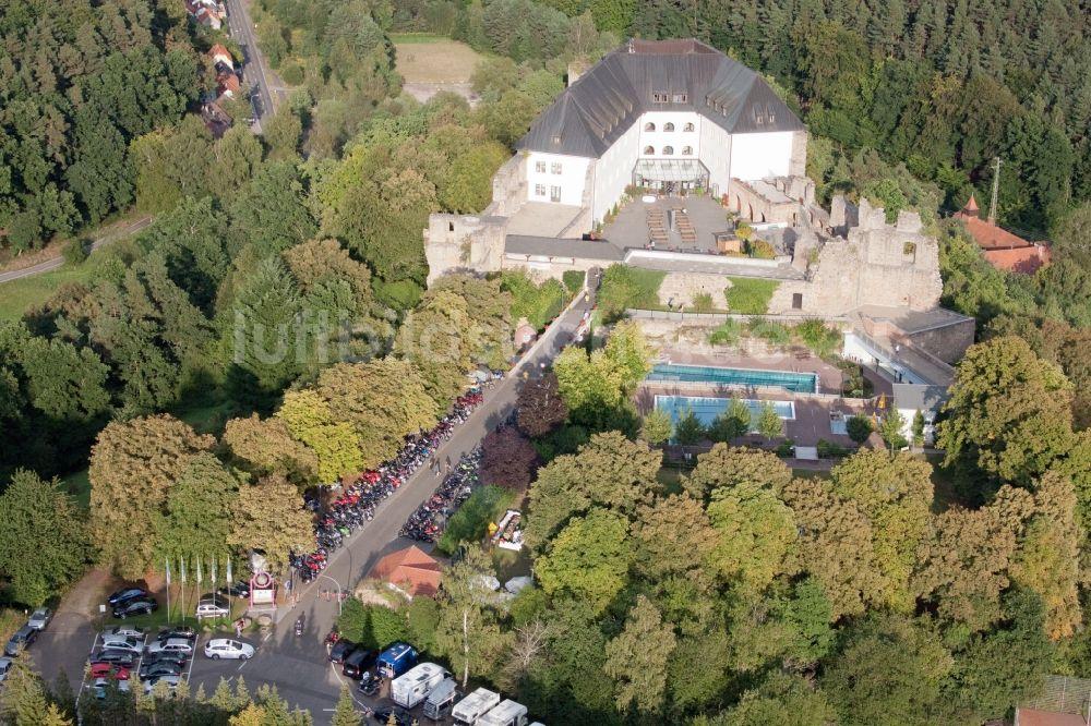 Wattenheim aus der Vogelperspektive: Gebäude der Jugendherberge Burg ...