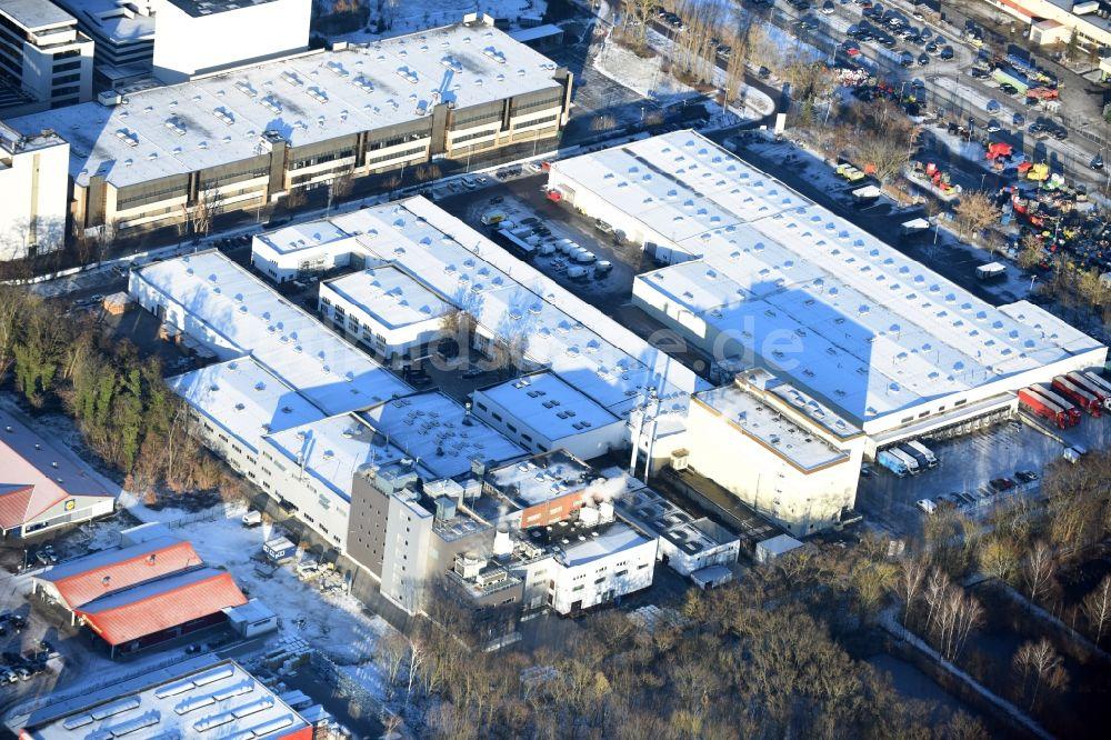 Luftbild Berlin - Gebäudekomplex und Logistikzentrum auf dem Gelände ...