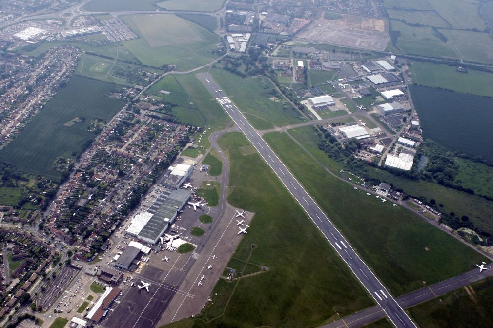 Southend on Sea aus der Vogelperspektive: London Southend Airport in der Grafschaft Essex in England