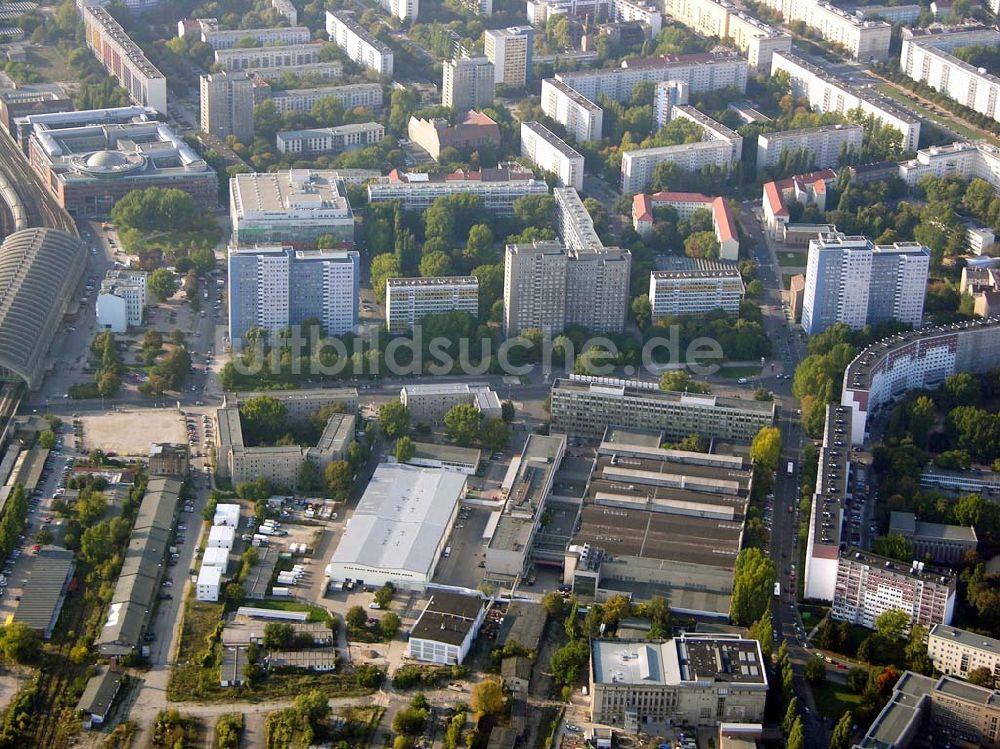 Berlin-Friedrichshain aus der Vogelperspektive: Möbeloase in ...