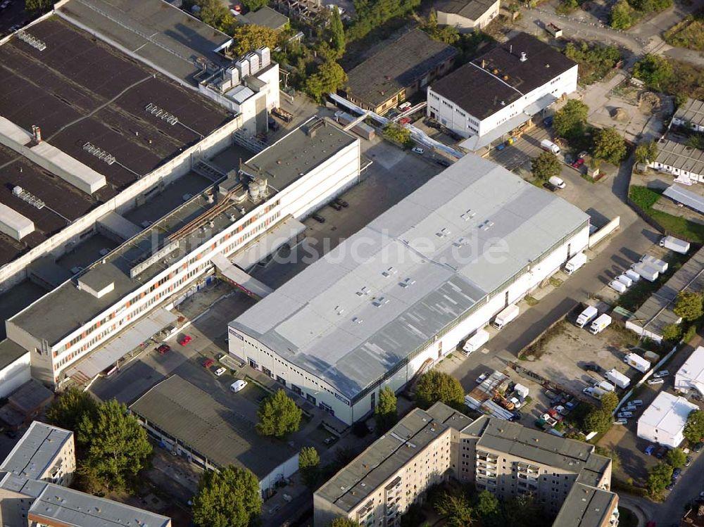Berlin-Friedrichshain von oben - Möbeloase in Friedrichshain.