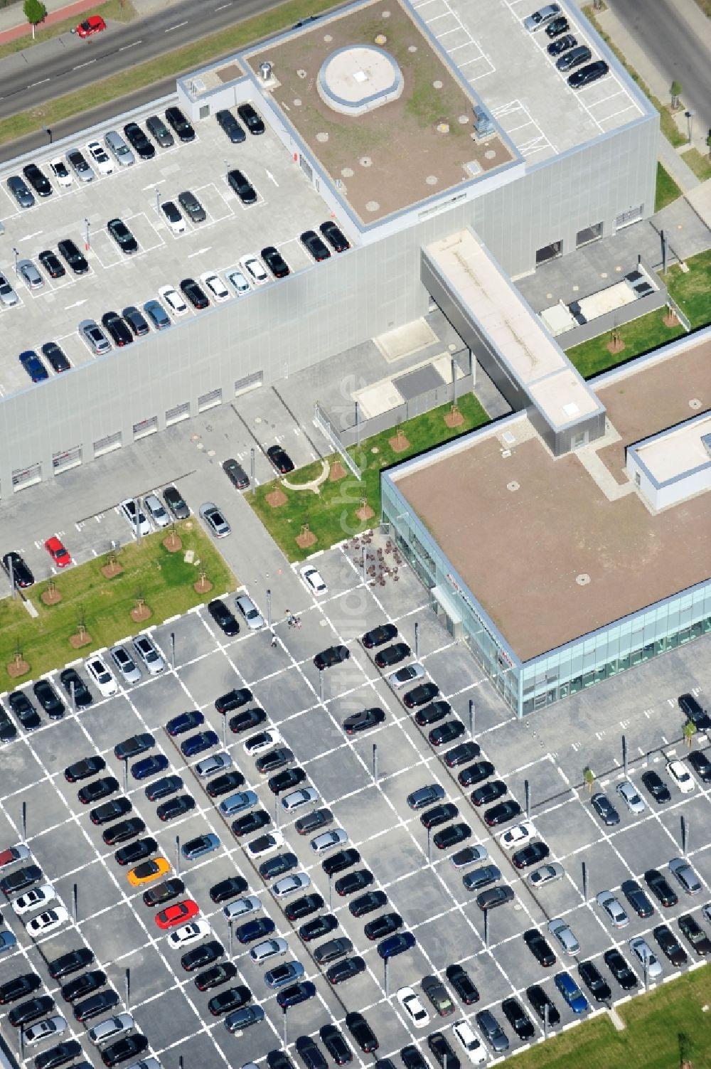 berlin aus der vogelperspektive: neu errichtetes autohaus audi