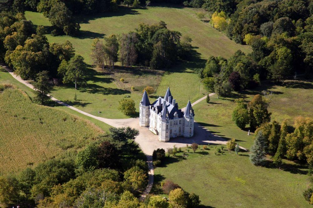 Luftbild chaumont d 39 anjou schloss chateau rouvoltz in for Pays de chaumont