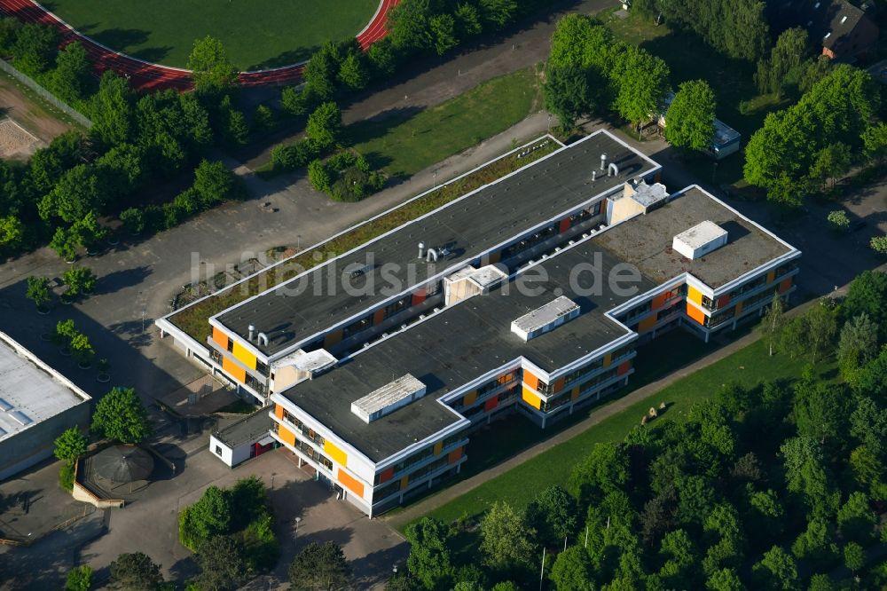 Glinde aus der Vogelperspektive: Schulgebäude des Gymnasium Sönke ...