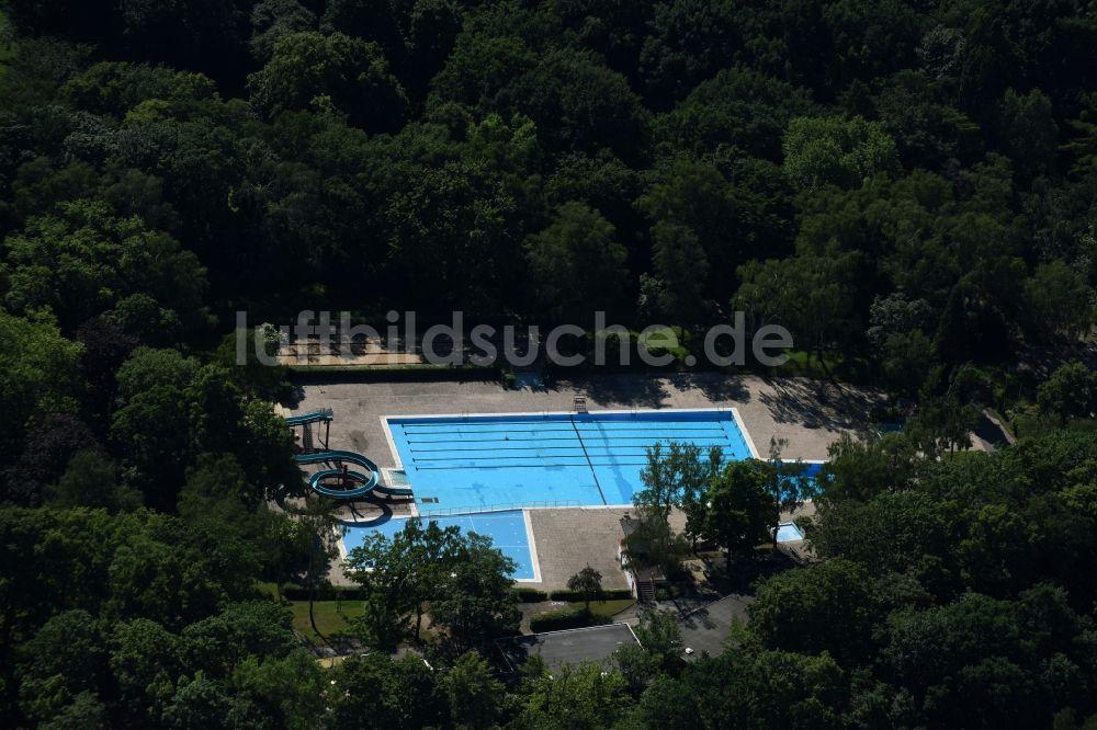 Luftbild Berlin   Schwimmbecken Des Freibades Sommerbad Humboldthain An Der  Wiesenstraße In Berlin
