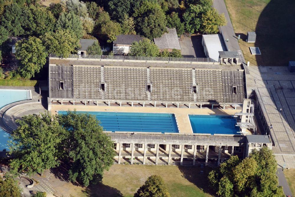 Luftaufnahme Berlin   Schwimmbecken Des Freibades Sommerbad Olympiastadion  Am Olympischer Platz In Berlin