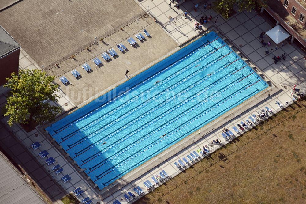Berlin Von Oben   Schwimmbecken Des Freibades Sommerbad Olympiastadion Am  Olympischer Platz In Berlin