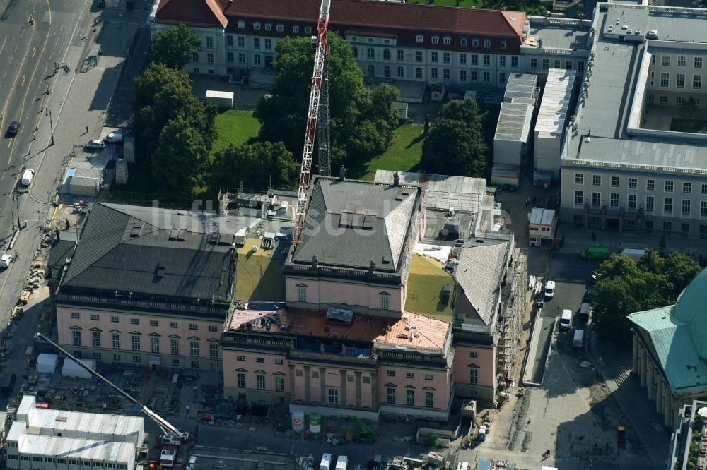 luftbild berlin umbau und sanierung des geb udes der staatsoper unter den linden in berlin. Black Bedroom Furniture Sets. Home Design Ideas