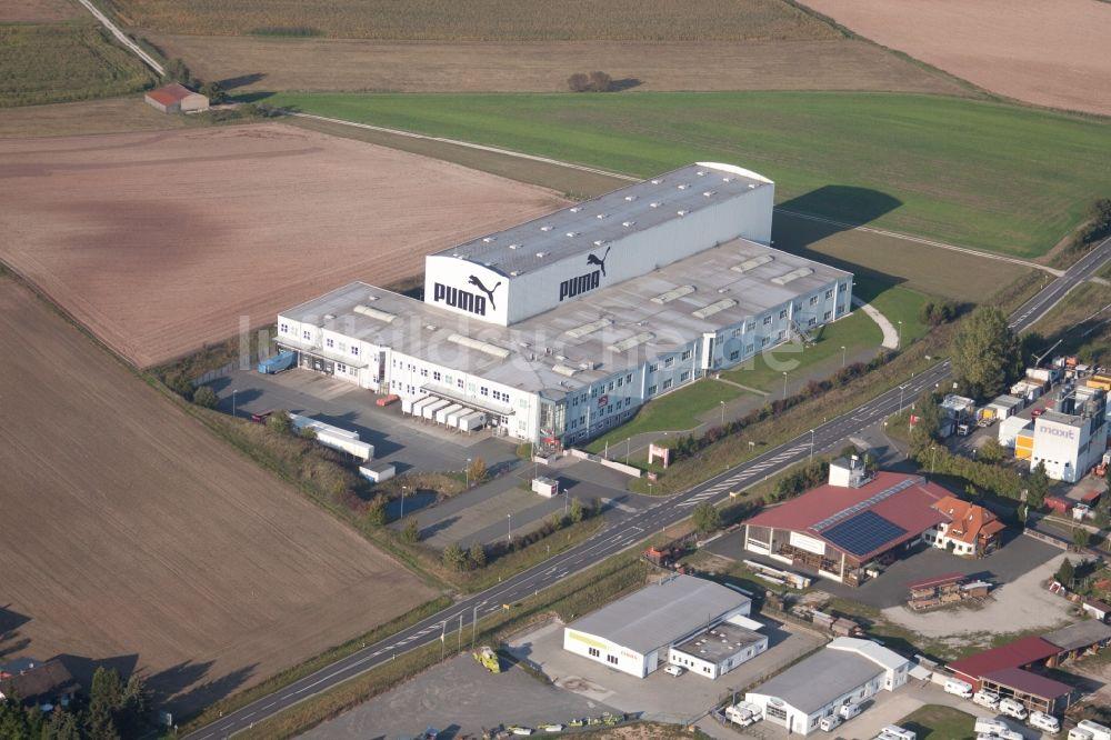 Schlüsselfeld von oben - Werksgelände des PUMA Outlet im Ortsteil Elsendorf  in Schlüsselfeld im Bundesland Bayern