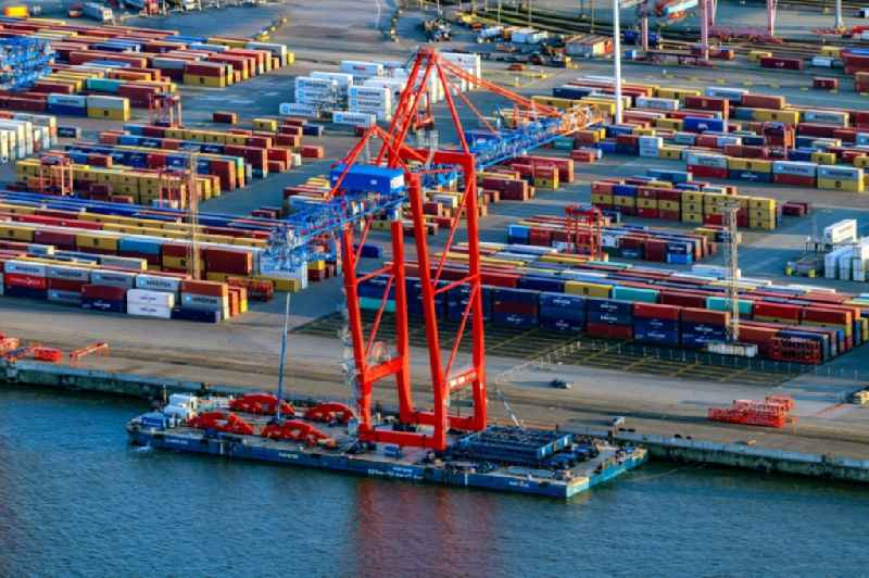 Container Terminal Burchhardkai am Hamburger Hafen / Waltershofer Hafen in Hamburg