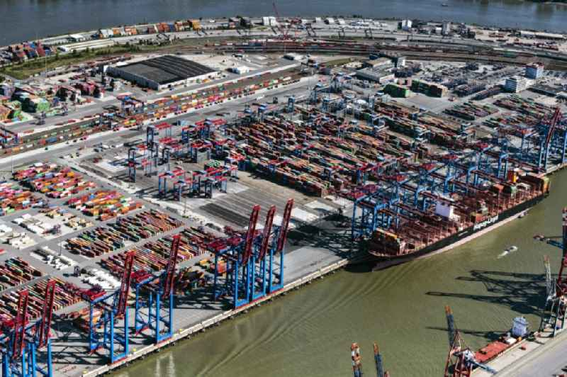 HHLA Logistics Container Terminal Burchhardkai am Hamburger Hafen / Waltershofer Hafen in Hamburg